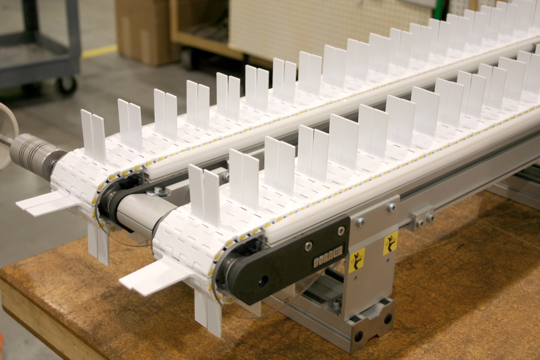 Gang drive conveyor system with flighted belt.