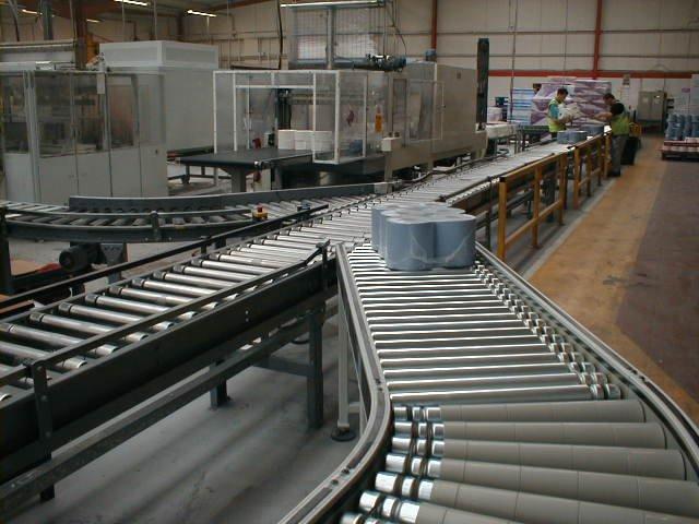 Lineshaft roller conveyors merging togther