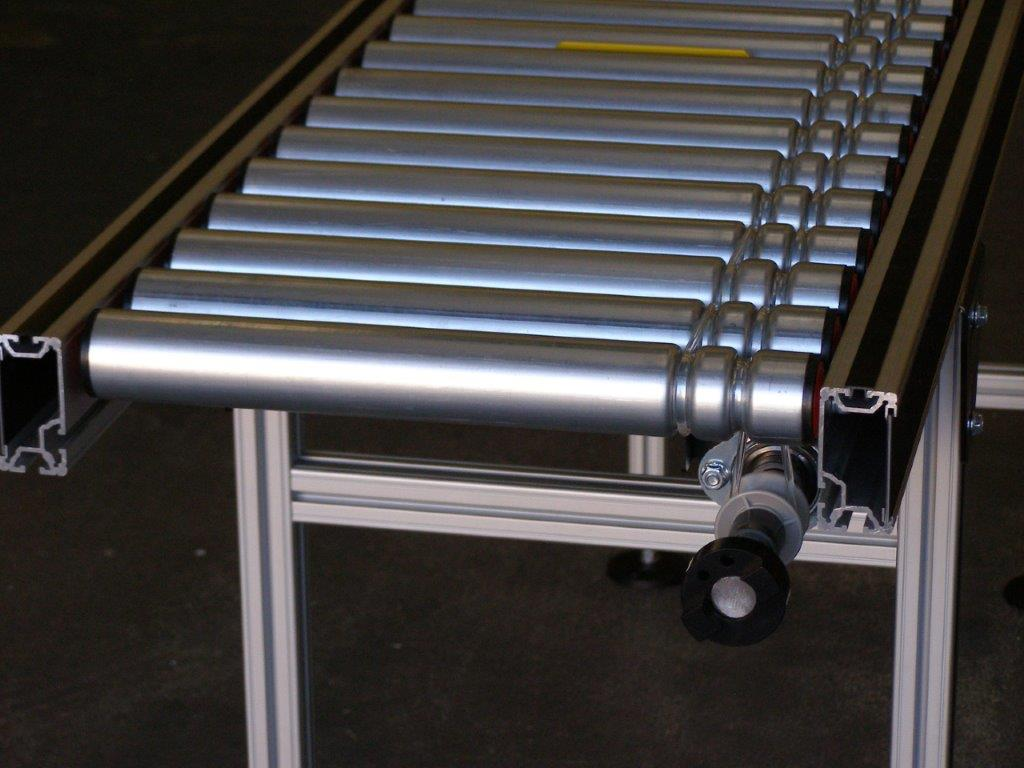 Straight lineshaft conveyor with steel rollers